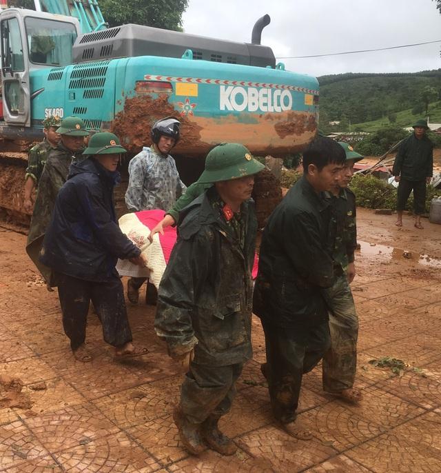 Sạt lở núi nghiêm trọng ở Quảng Trị: Đã tìm thấy những thi thể đầu tiên - Ảnh 2.