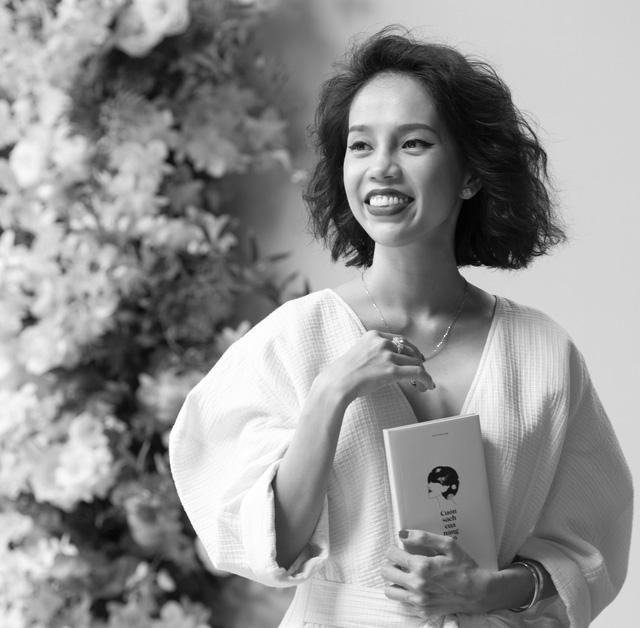 """Nicky Khánh Ngọc ra mắt """"Cuốn sách của nàng thơ"""" nhân dịp 20/10 - Ảnh 2."""