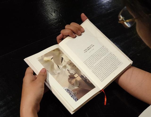 """Nicky Khánh Ngọc ra mắt """"Cuốn sách của nàng thơ"""" nhân dịp 20/10 - Ảnh 1."""