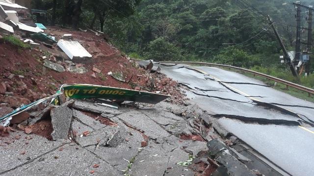 Quảng Bình: Sạt lở núi vùi lấp đồn Biên phòng, xé toạc quốc lộ 12A - Ảnh 4.