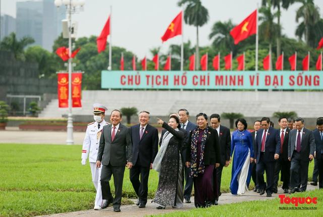Lãnh đạo Đảng, Nhà nước vào Lăng viếng Chủ tịch Hồ Chí Minh - Ảnh 10.