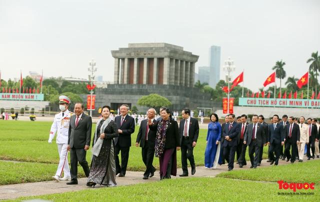 Lãnh đạo Đảng, Nhà nước vào Lăng viếng Chủ tịch Hồ Chí Minh - Ảnh 9.