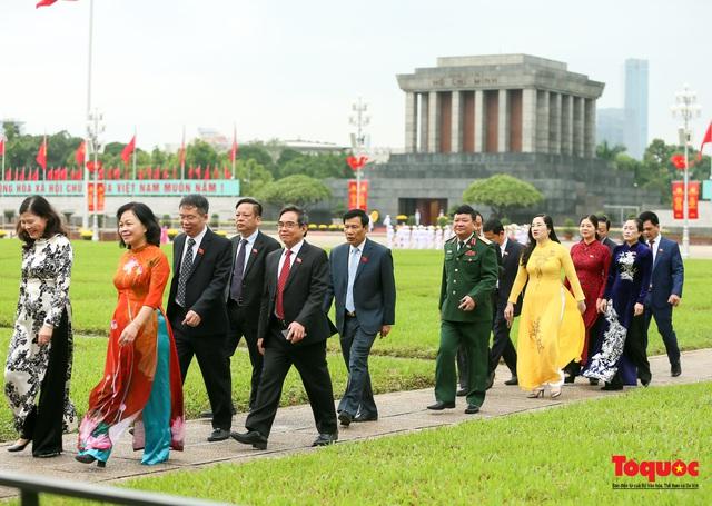 Lãnh đạo Đảng, Nhà nước vào Lăng viếng Chủ tịch Hồ Chí Minh - Ảnh 11.