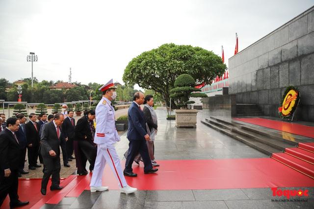 Lãnh đạo Đảng, Nhà nước vào Lăng viếng Chủ tịch Hồ Chí Minh - Ảnh 5.