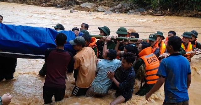 Băng rừng, vượt suối đưa thi thể Thượng úy công an tử nạn khi đi cứu dân về nhà - Ảnh 1.