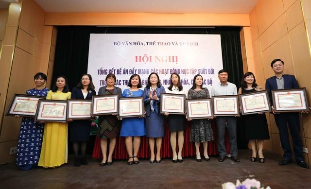 Thứ trưởng Trịnh Thị Thủy: Cần đẩy mạnh tuyên truyền để lan tỏa sâu rộng hơn nữa tinh thần học tập suốt đời - Ảnh 2.