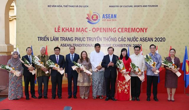 Ngắm trang phục truyền thống của các quốc gia ASEAN - Ảnh 1.