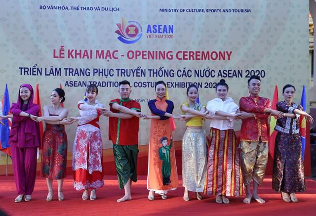 Ngắm trang phục truyền thống của các quốc gia ASEAN - Ảnh 3.