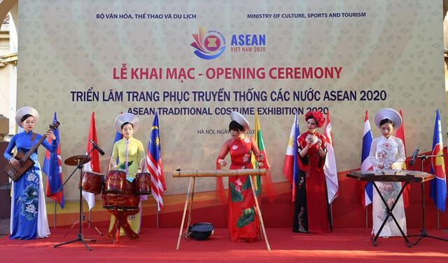 Ngắm trang phục truyền thống của các quốc gia ASEAN - Ảnh 2.
