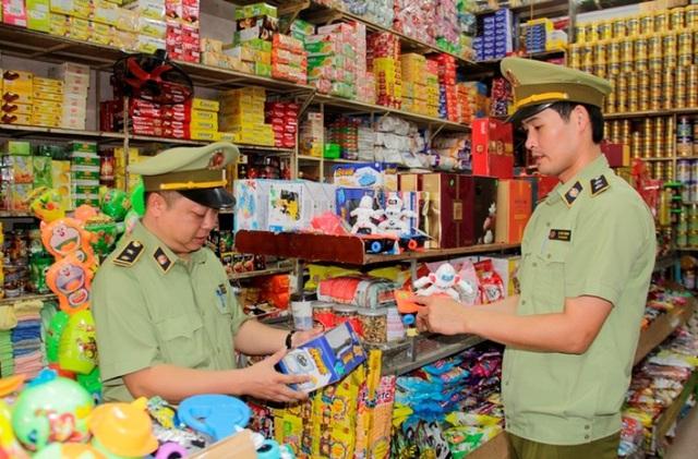 Hà Nội: Tăng cường công tác thị trường, xử lý nghiêm đối tượng lợi dụng mưa lũ trục lợi bất chính - Ảnh 1.