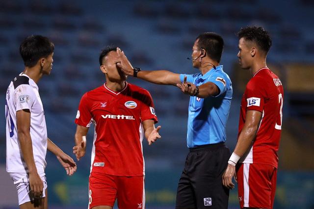 VFF yêu cầu đội ngũ trọng tài tập trung tối đa tại các vòng cuối V-League 2020 - Ảnh 1.