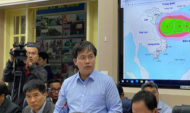 Thủ tướng: Cứu dân quan trọng nhất, không được mất cảnh giác trước bão số 9 - Ảnh 2.