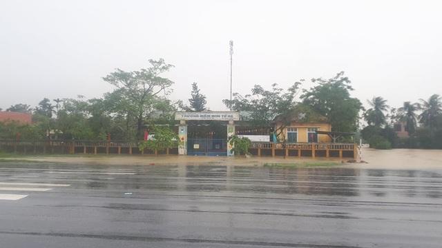 Thừa Thiên Huế cho học sinh nghỉ học tránh bão số 9 - Ảnh 1.