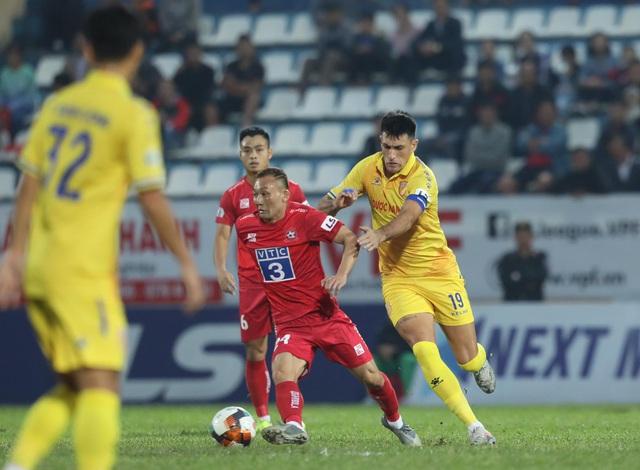 Vòng 5 giai đoạn 2 V-League 2020: Nam Định, Quảng Nam sẽ trụ hạng với điều kiện nào? - Ảnh 1.