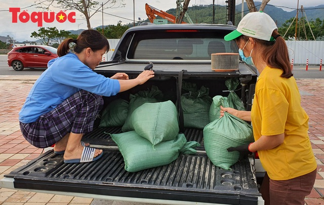 Đà Nẵng dừng các cuộc họp, hội nghị không cần thiết, cho học sinh nghỉ học, khẩn trương ứng phó bão số 9 - Ảnh 11.