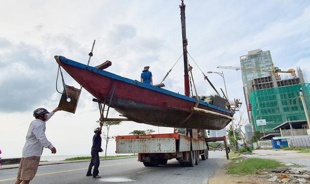 Người dân Đà Nẵng hối hả ứng phó bão số 9 - Ảnh 7.