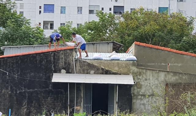 Người dân Đà Nẵng hối hả ứng phó bão số 9 - Ảnh 12.