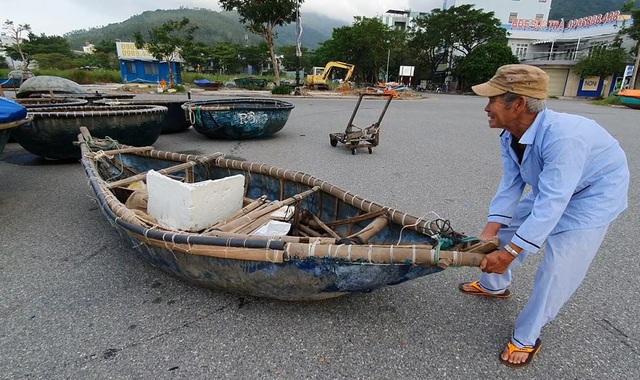 Người dân Đà Nẵng hối hả ứng phó bão số 9 - Ảnh 4.