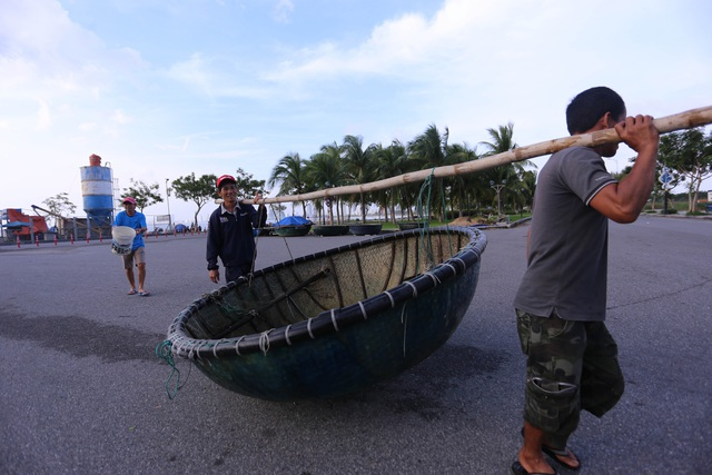 Người dân Đà Nẵng hối hả ứng phó bão số 9 - Ảnh 8.