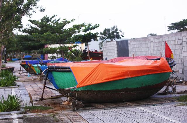 Người dân Đà Nẵng hối hả ứng phó bão số 9 - Ảnh 9.