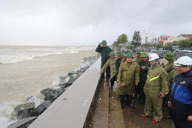 Bão số 9 đang hướng vào đất liền từ Đà Nẵng đến Phú Yên - Ảnh 3.