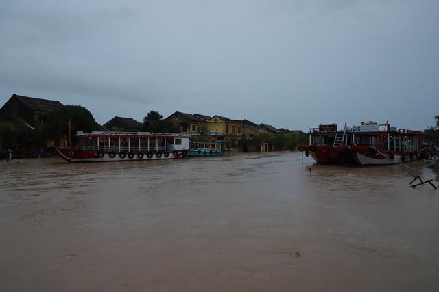Tin lũ khẩn cấp trên sông Vu Gia, cảnh báo lũ quét, sạt lở đất và ngập úng từ Hà Tĩnh đến Bình Định - Ảnh 1.