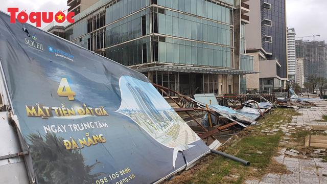 Hình ảnh Đà Nẵng sau bão số 9, nhiều cây xanh ngã đổ la liệt - Ảnh 16.