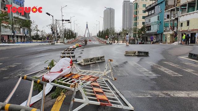 Hình ảnh Đà Nẵng sau bão số 9, nhiều cây xanh ngã đổ la liệt - Ảnh 22.