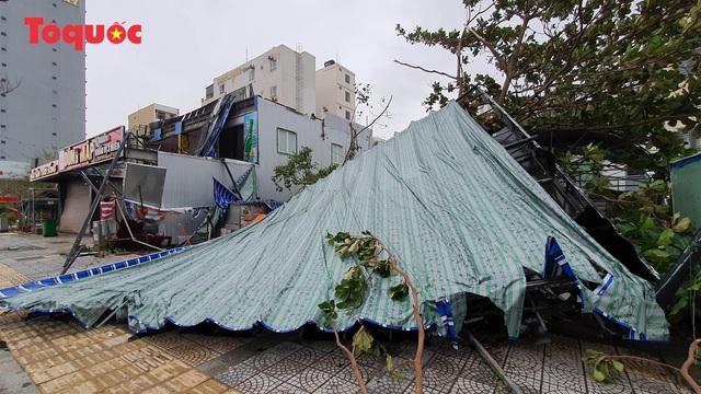 Hình ảnh Đà Nẵng sau bão số 9, nhiều cây xanh ngã đổ la liệt - Ảnh 12.