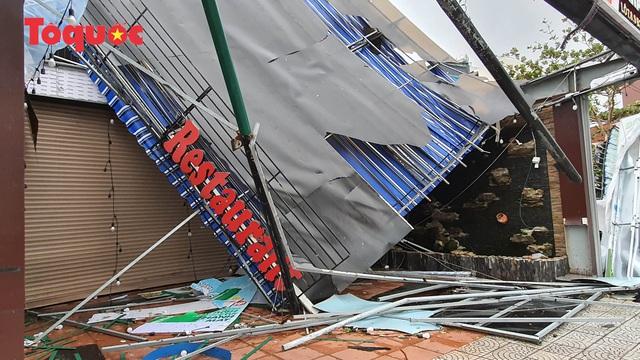 Hình ảnh Đà Nẵng sau bão số 9, nhiều cây xanh ngã đổ la liệt - Ảnh 13.