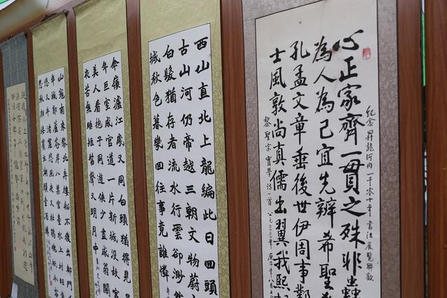 Màn biểu diễn thư pháp đặc sắc tại Văn Miếu - Quốc Tử Giám - Ảnh 6.