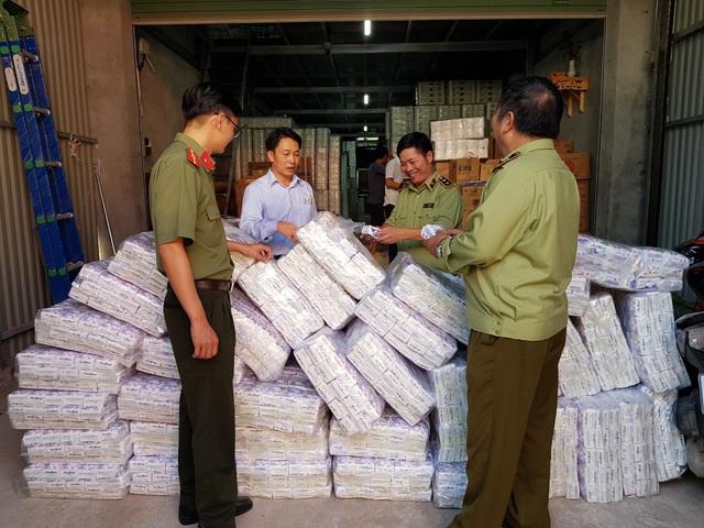 Phát hiện trên 4.000 gói băng vệ sinh giả mạo  - Ảnh 1.