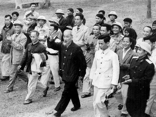 Tư tưởng Hồ Chí Minh về tiêu chuẩn người cán bộ và sự vận dụng hiện nay - Ảnh 1.