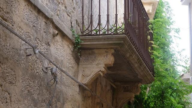 """Thị trấn """"đẹp như tranh vẽ"""" của Ý rao bán loạt nhà với giá chỉ từ €1 - Ảnh 3."""