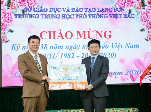 PTI và Bưu điện tỉnh Lạng Sơn trao tặng phòng máy tính cho trường THPT Việt Bắc - Ảnh 1.