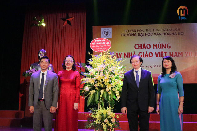 Các trường kỷ niệm Ngày Nhà giáo Việt Nam 20/11 - Ảnh 2.