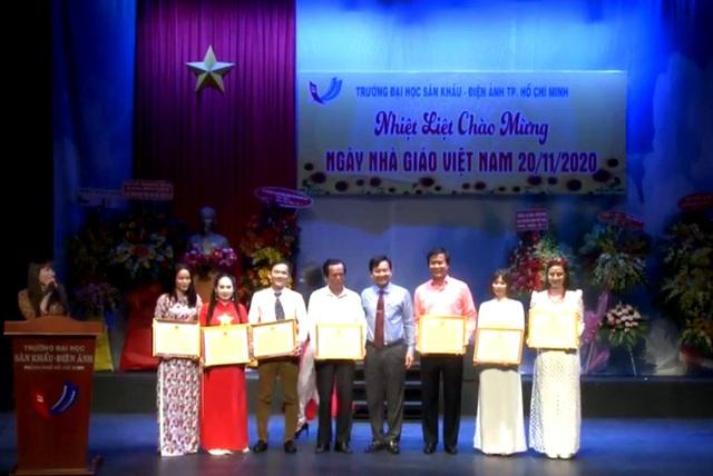 Các trường kỷ niệm Ngày Nhà giáo Việt Nam 20/11 - Ảnh 3.