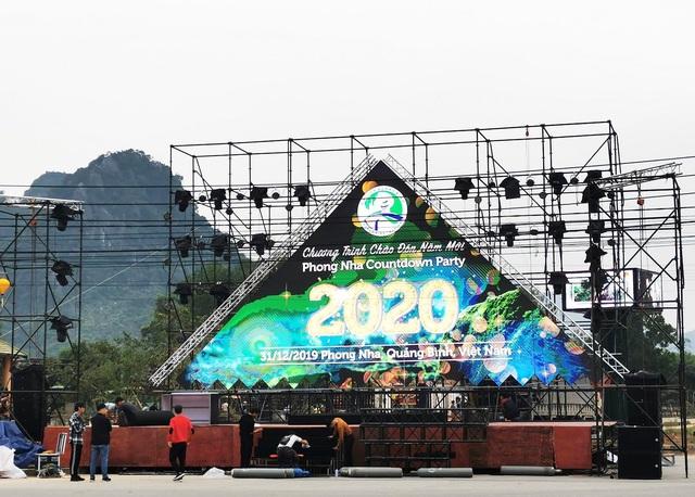 Sân khấu chương trình Phong Nha Countdown Party sẵn sàng phục vụ du khách trong nước và quốc tế trong khoảnh khắc chào đón năm mới 2020.