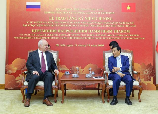 Trao Kỷ niệm chương Vì sự nghiệp VHTTDL cho Đại sứ Nga tại Việt Nam - Ảnh 1.