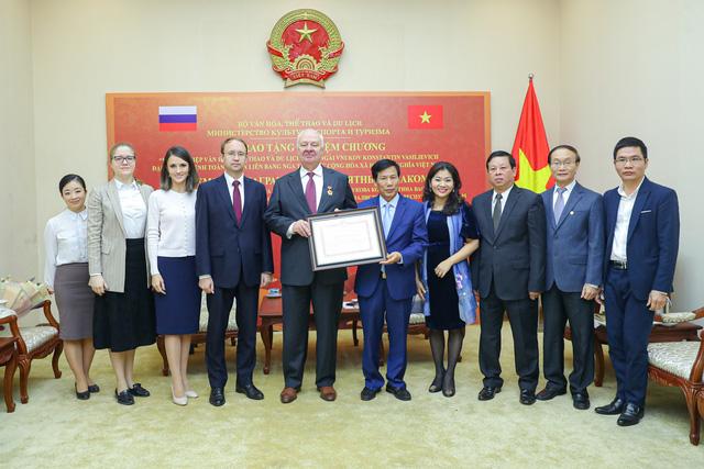 Trao Kỷ niệm chương Vì sự nghiệp VHTTDL cho Đại sứ Nga tại Việt Nam - Ảnh 3.