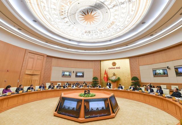 Thủ tướng: Cách ly xã hội với khu vực có nguy cơ cao, TP HCM cơ bản vẫn hoạt động kinh tế- xã hội bình thường - Ảnh 2.