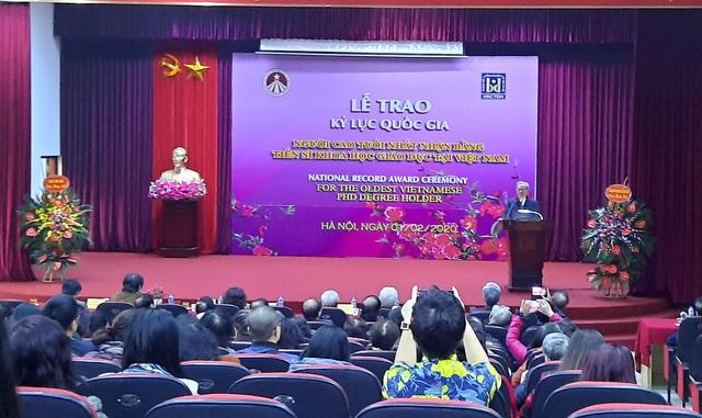 Nhà giáo Chu Mạnh Nguyên: Người truyền cảm hứng tự học khi hơn 70 tuổi nhận bằng Tiến sĩ - Ảnh 2.