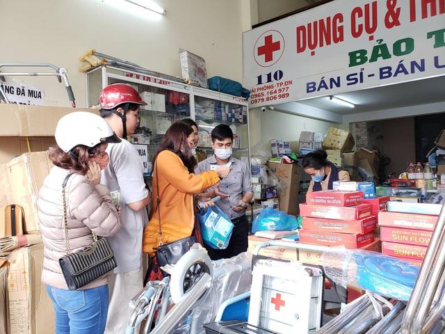 Phát hiện một cửa hàng thiết bị y tế ở Đà Nẵng không niêm yết giá, bán hàng giá cao, có dấu hiệu găm hàng  - Ảnh 2.