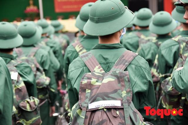 Tân binh đeo khẩu trang kín mít trong ngày giao, nhận quân giữa mùa dịch Corona - Ảnh 5.