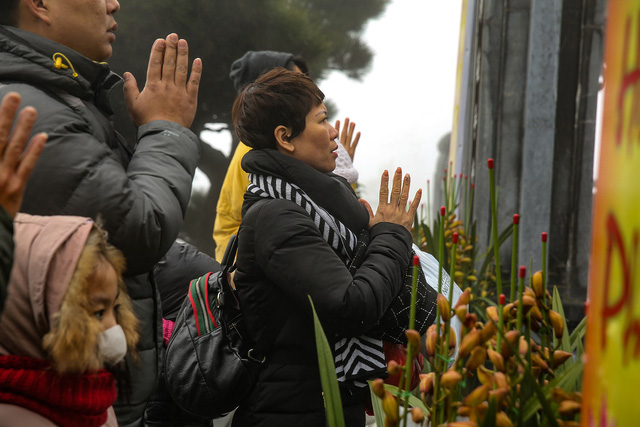 Xuân về, lên Fansipan thưởng hoa, lễ Phật    - Ảnh 6.