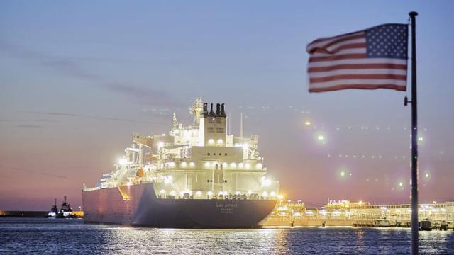 Dưới thời Tồng thống Trump, Mỹ tăng cường khai thác và xuất khẩu khí thiên nhiên hóa lỏng LNG tới nhiều đối tác toàn cầu. Ảnh: Bloomberg.