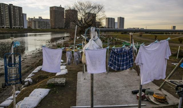 Trước thềm Olympic Tokyo 2020: Bất ngờ hình ảnh người vô gia cư hoang mang tìm chốn trú ẩn - Ảnh 8.