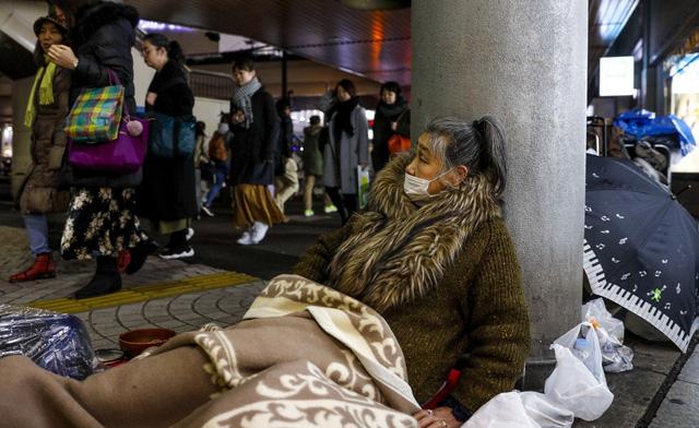 Trước thềm Olympic Tokyo 2020: Bất ngờ hình ảnh người vô gia cư hoang mang tìm chốn trú ẩn - Ảnh 5.