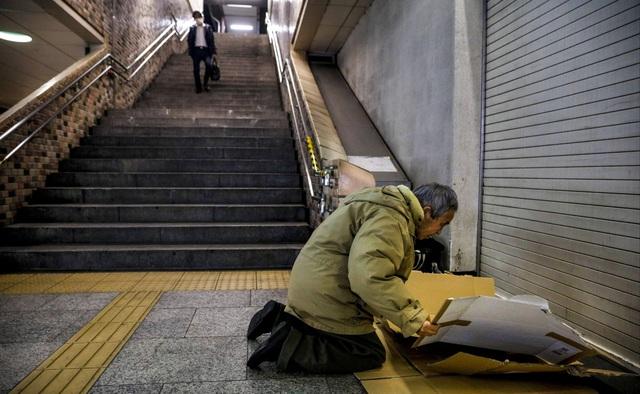 Trước thềm Olympic Tokyo 2020: Bất ngờ hình ảnh người vô gia cư hoang mang tìm chốn trú ẩn - Ảnh 9.
