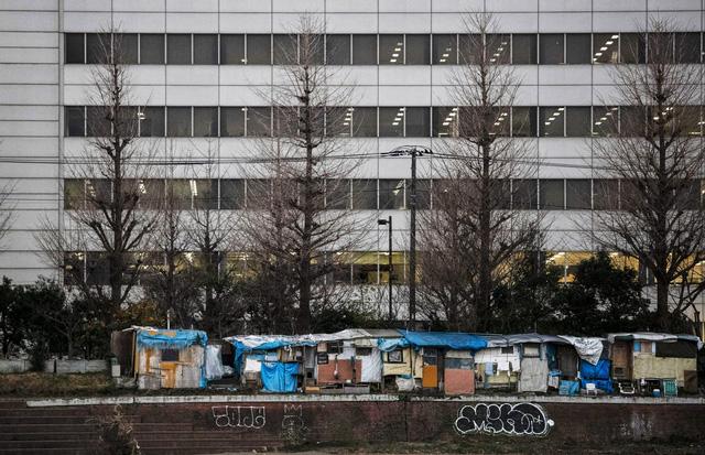 Trước thềm Olympic Tokyo 2020: Bất ngờ hình ảnh người vô gia cư hoang mang tìm chốn trú ẩn - Ảnh 6.